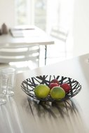 Fruit-bowl-tower-black